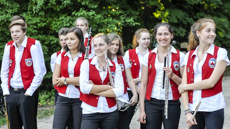 Musikerinnen und Musiker der Stadtjugendkapelle Zirndorf